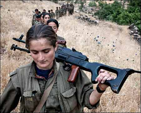 Kurdish-female-PKK-fighters-in-Turkish-Kurdistan-photo-tumblr